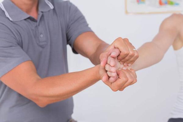 Hand Pain Chiropractor